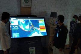 BMKG serahkan alat penyebar informasi gempa WRS NewGen kepada Pemkot Ambon