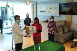 BLK Ambon sumbang masker dan baju hazmat produksi anak didik