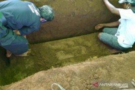Makam PDP COVID-19 dibongkar pihak keluarga setelah hasil uji negatif