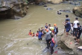 Tim SAR gabungan temukan jasad bocah terseret arus sungai di Sukabumi