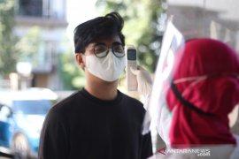 RS Sari Asih Tangerang cek suhu tubuh  staf hingga dokter sebelum bertugas