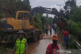 Akibat hujan deras longsor terjang desa di Kotabaru Kalsel