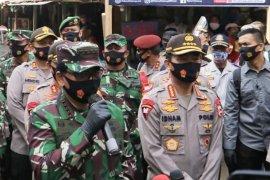 Panglima TNI harap masyarakat tetap produktif putar roda perekonomian