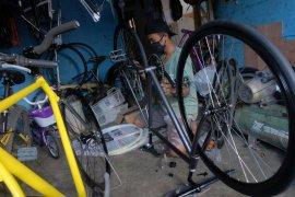 Selama pandemi, pesanan sepeda fixie-custom di Denpasar naik