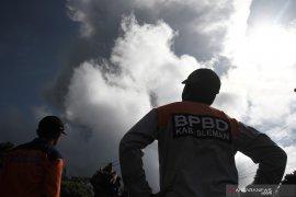 Pada Ahad pagi, Gunung Merapi dua kali meletus
