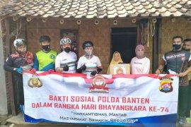 Kapolda Banten sambangi rumah warga bagikan bahan pokok