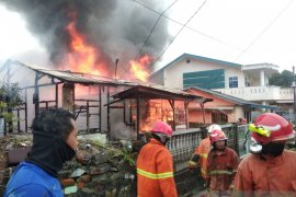 Pemilik rumah terbakar dan mengalami kerugian Rp150 juta