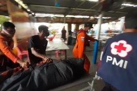 Dua orang meninggal  akibat perahu motor terbalik