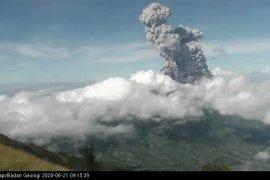 Erupsi Gunung Merapi akibatkan hujan abu di sebagian wilayah Magelang