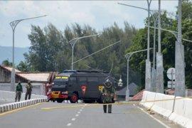 Gegana ledakkan benda diduga bom di fly over Banda Aceh