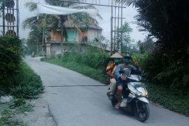 Gunung Merapi erupsi,  hujan abu terjadi di sebagian Kabupaten Magelang