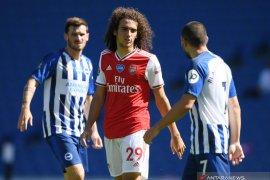 Gelandang Arsenal  Guendouzi terhindar  sanksi FA usai cekik pemain Brighton