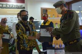 Kemenparekraf berikan 10.000 masker kain kepada petugas lapangan Tangerang