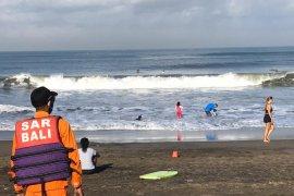 Seorang pemuda terseret arus ombak di Pantai Perancak-Bali