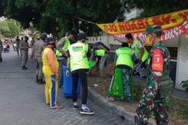 Tidak pakai masker, 86 orang di Gresik dihukum sapu jalan