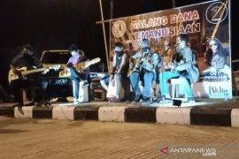 Penggemar Iwan Fals di Penajam mainkan musik galang dana kemanusiaan
