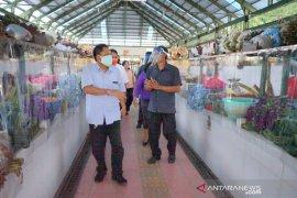 Wali Kota Denpasar apresiasi pemasangan pembatas plastik di pasar rakyat