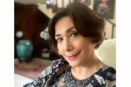 Aktris senior Widyawati kenakan batik sebagai sebuah kebanggaan