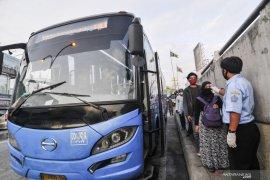 Bus alternatif untuk penumpang KRL Jabodetabek diharapkan reguler mulai Agustus