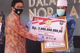 Wali Kota Bengkulu terima penghargaan normal baru dari Mendagri