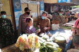 Bupati Situbondo: Pedagang pasar langgar protokol kesehatan disanksi