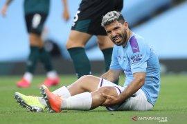 Penyerang Manchester City Sergio Aguero akan naik meja operasi