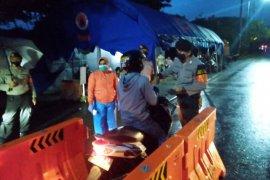 Brimob sosialisasi PSBB pelintas batas Ambon-Maluku Tengah