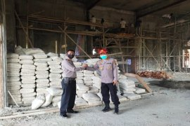 Kapolres Langkat bantu 1.000 sak semen prmbangunan masjid di SPN Hinai