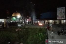 Hingga Selasa malam, demo menolak kedatangan 500 TKA di Sultra masih berlangsung