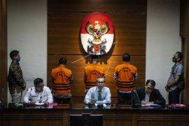 "KPK tahan tiga mantan pimpinan DPRD terkait ""ketok palu"""