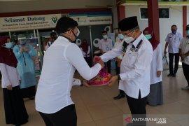 Kunjungi RSUD Daha Sejahtera, Bupati HSS semangati tim medis COVID-19