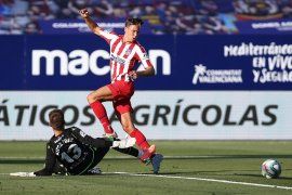 Atletico Madrid kembali ke tiga besar berkat gol bunuh diri pemain Levante
