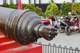 Ini makna bentuk jempol terjepit pada Meriam Si Jagur Kota Tua Jakarta