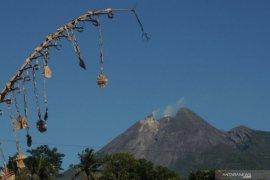 Aktivitas vulkanik meningkat, Ganjar cek kesiapan simulasi evakuasi pengungsi erupsi Gunung Merapi