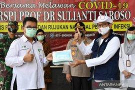 Sandiaga Uno bantu 4.600 APD bagi tenaga medis RSPI