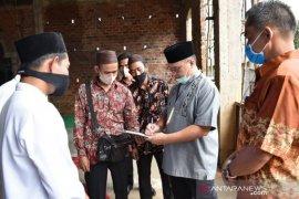 Usai bagikan bantuan lada, Gubernur Babel kunjungi Masjid Nurul Iman Desa Terentang
