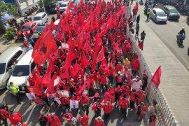 Massa kader PDIP ingin pelaku pembakar bendera partai ditangkap