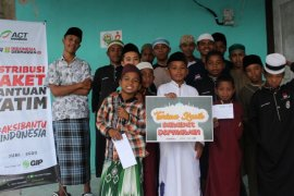 ACT Maluku santuni 100 anak yatim piatu di pondok pesantren desa Liang