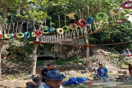 Indocement gives a support to Lowo Cave to be Kotabaru's touris destination