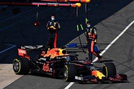 Pebalap Red Bull Alexander Albon tak akan ubah pendekatan ketika hadapi Hamilton
