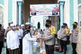 Sambut Hari Bhayangkara, Kapolda Sumut serahkan bantuan sosial ke rumah ibadah