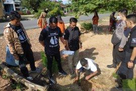 Milenial Bangka Tengah tanam bibit 1.000 pohon