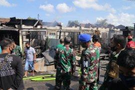 Kebakaran lima rumah dinas TNI AD sebabkan mobil dan motor terbakar