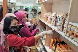 Pertamina fasilitasi pojok kriya UMKM hasil karya perempuan di Bandung