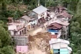 Bencana longsor di Palopo dua rumah amblas dan jalan Palopo-Rantepao terputus