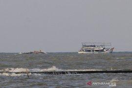 Kapal nelayan tenggelam