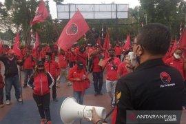 PDIP Kabupaten Bogor kerahkan 500 kader gelar aksi unjuk rasa di kantor polisi (video)