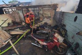 Rumah dinas TNI AD di Denpasar terbakar