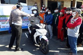 Di Kediri, polisi beri pelatihan berkendara aman komunitas sepeda
