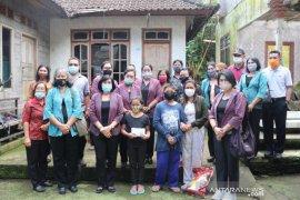 Dharma Wanita Bali bantu anak yatim di Sukaluwih, Karangasem